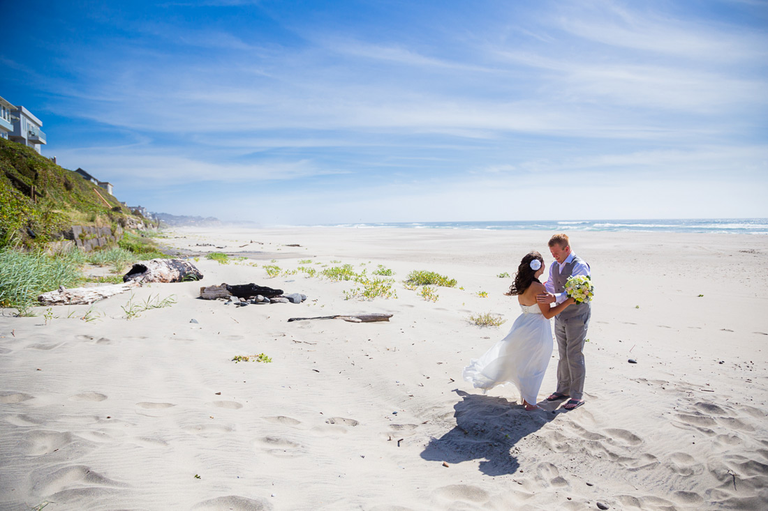 Road's End Beach | Lincoln City Oregon Wedding | Amanda & Spencer | Small Destination Wedding Elopement