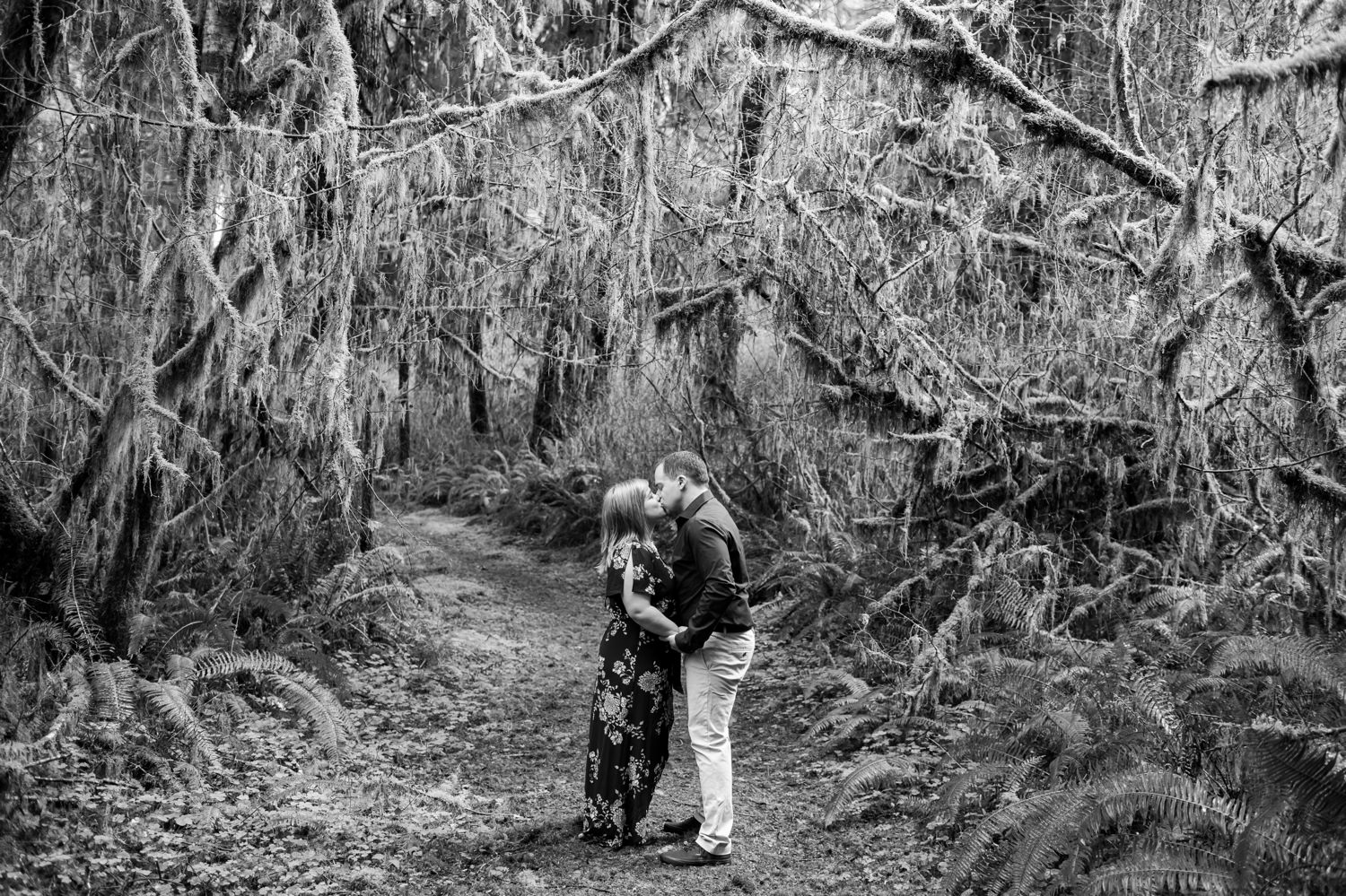 oregon-coast-engagement-pictures-006 Oregon Coast Engagement Pictures | North Fork Smith River Adventure Engagement | Sweet Creek Falls | Kaylee & Wyatt