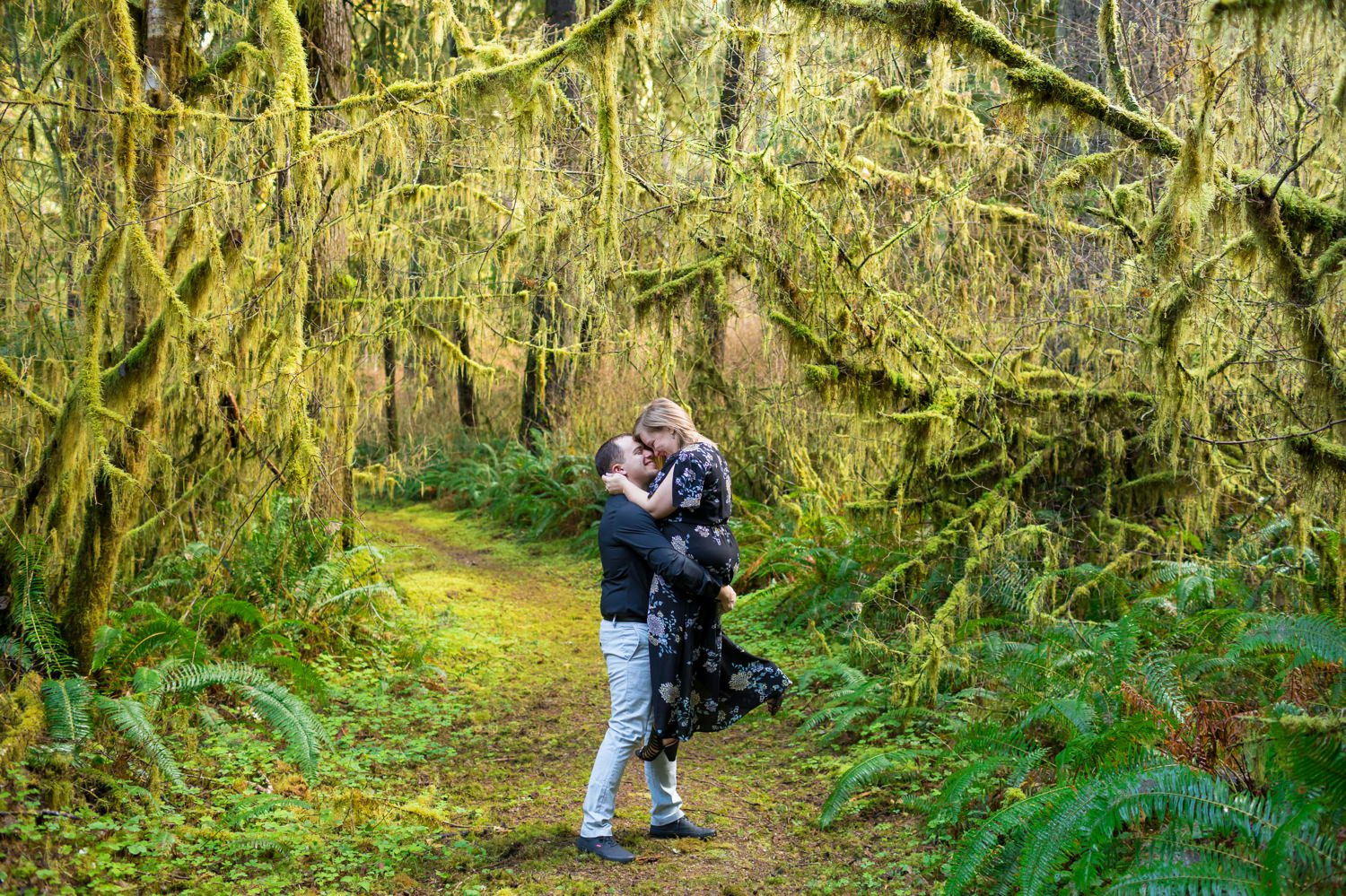 oregon-coast-engagement-pictures-007 Oregon Coast Engagement Pictures | North Fork Smith River Adventure Engagement | Sweet Creek Falls | Kaylee & Wyatt