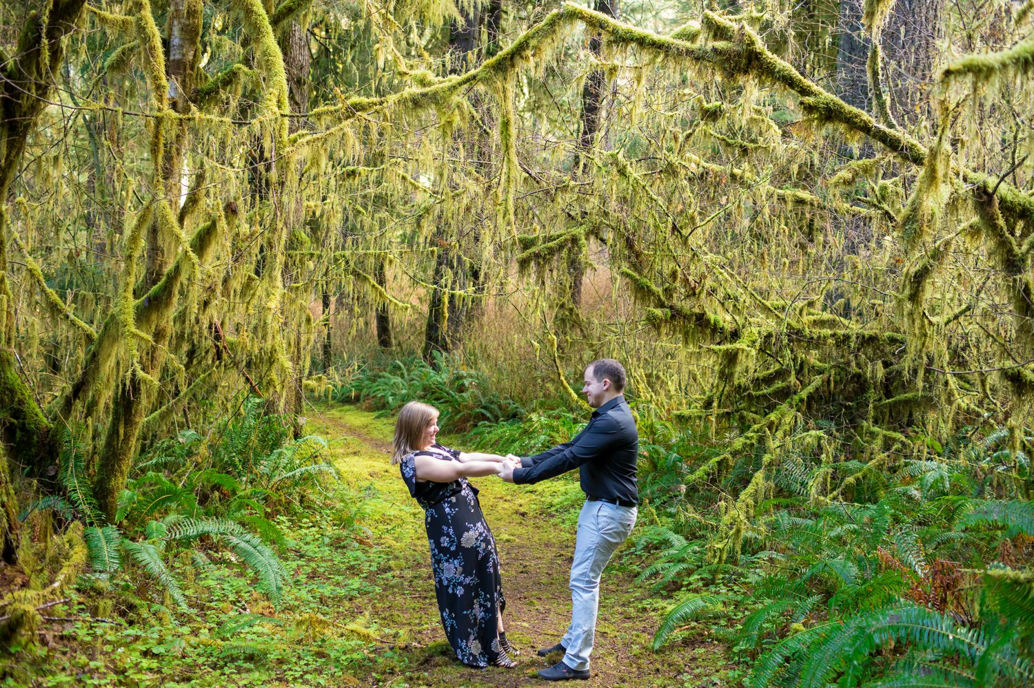 oregon-coast-engagement-pictures-009 Oregon Coast Engagement Pictures | North Fork Smith River Adventure Engagement | Sweet Creek Falls | Kaylee & Wyatt
