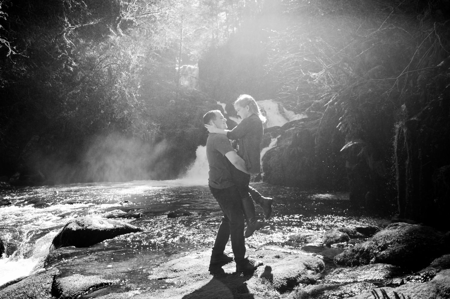 oregon-coast-engagement-pictures-018 Oregon Coast Engagement Pictures | North Fork Smith River Adventure Engagement | Sweet Creek Falls | Kaylee & Wyatt