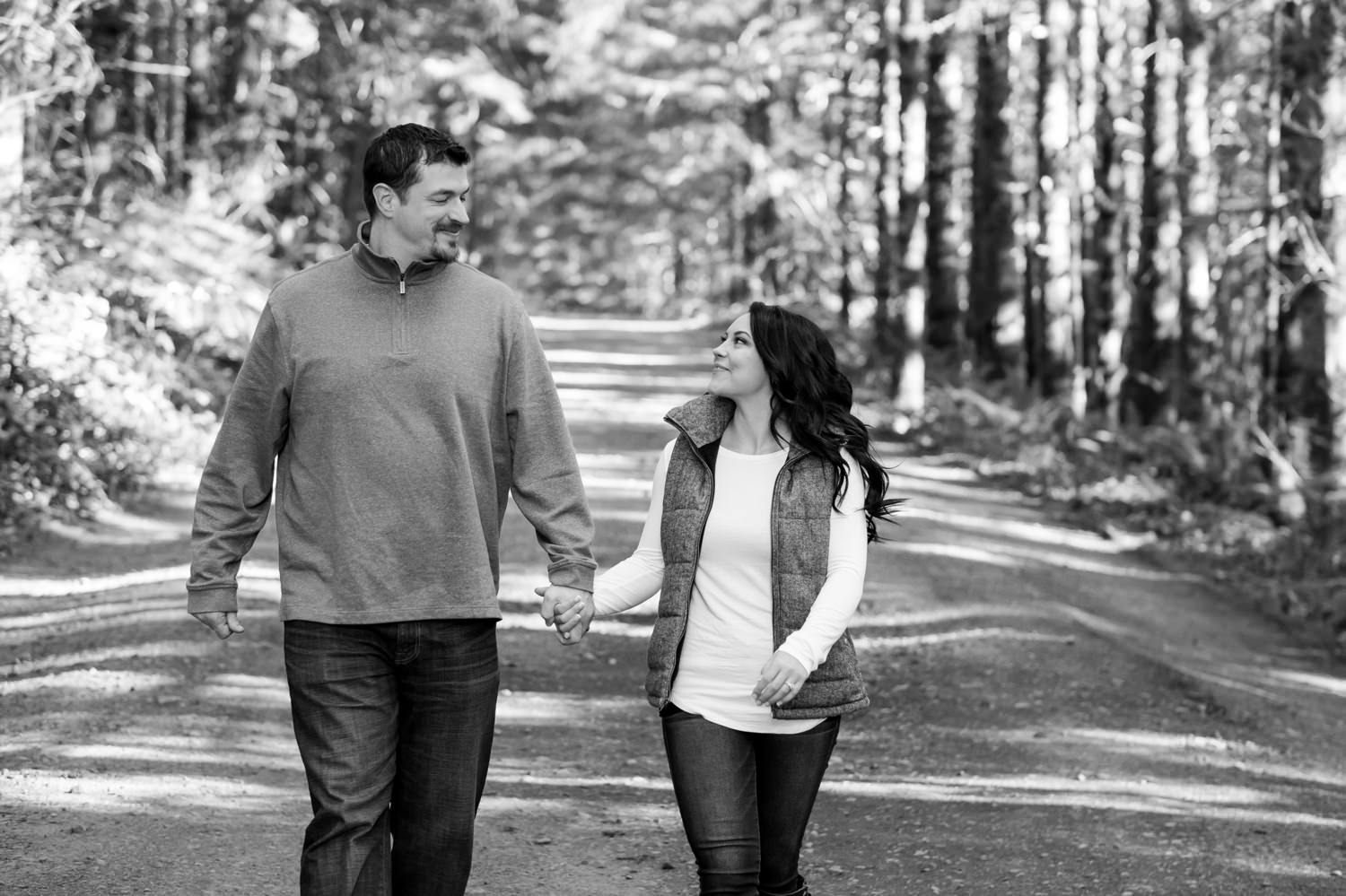 salem-oregon-engagement-pictures-009 Salem Oregon Engagement Pictures | Katrina & Eric | Coburg Hills
